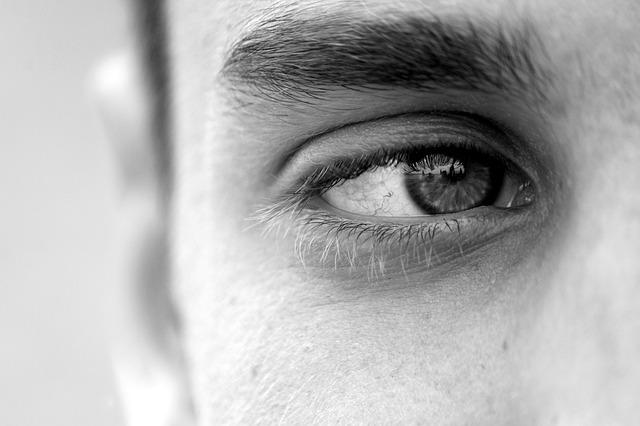 Detail na mužské oko.jpg